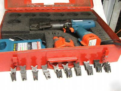 Burndy BCT500 hydraulic cable crimper with 10 dies